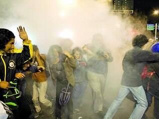 Repressão. Policiais usaram bombas para dispersar o protesto