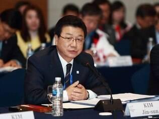 Dirigente também é investigado por suspeita de gastos acima do previsto pelo projeto sul-coreano