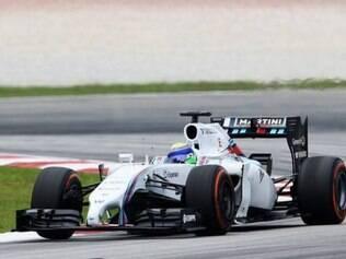 Felipe Massa acelera pelas curvas do GP do Bahrein em busca do melhor tempo