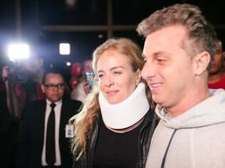 Angélica e Luciano deixaram o hospital na noite desta segunda-feira (25)