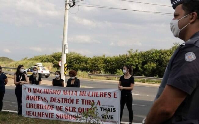 Grupo realiza ato pela Semana de Combate ao Feminicídio em Campinas