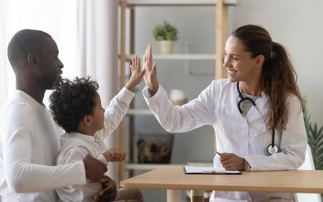 Saber como reagir após identificar os sinais do diabetes nos filhos é essencial para confirmar o doença e fazer o tratamento