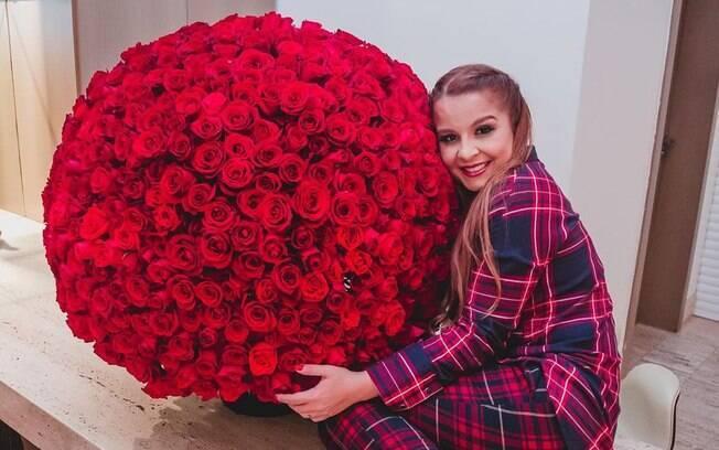 Maiara ganha buquê de 732 rosas de Fernando