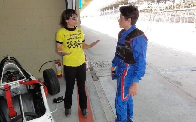 Experiente nas pistas e fora delas, Suzane Carvalho é instrutora da Fórmula Vee