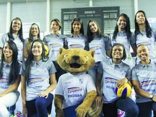 Prontas. Time feminino do Minas se apresenta para a temporada, ainda sem os reforços de Carol Gattaz e Mari Paraíba, que chegaram depois