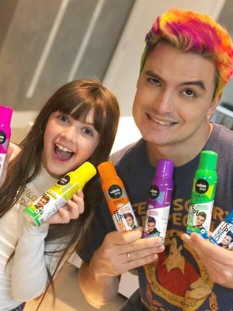 Felipe Neto lança linha de tintas para cabelo