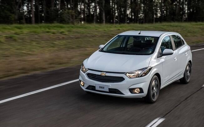 O maior desconto recebido pelo Chevrolet Onix foi justamente na versão LT 1.0, que agora ficou mais barata do que os R$ 46.800 do Fiat Argo Drive 1.0