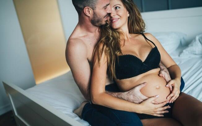 Ginecologista explica que sexo na gravidez é seguro, saudável e não machuca o bebê