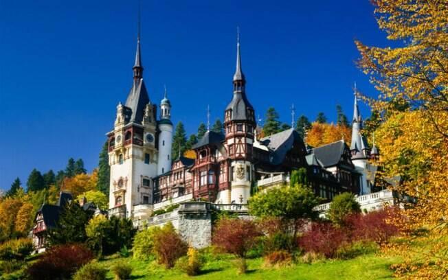Dos castelos na Europa, o Peres, na Romênia, é considerado um dos mais bonitos