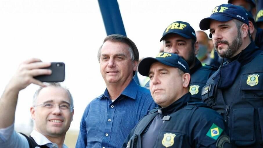Bolsonaro circula pela PRF sem máscara e corre risco de contrarir novamente o novo coronavírus