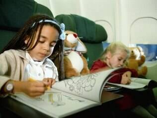 Distração: livros para colorir são um bom recurso para manter as crianças ocupadas em voos longos