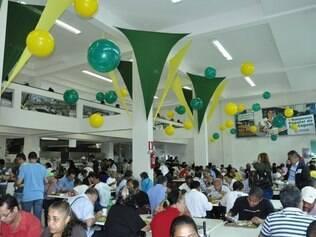 Restaurante Popular de Contagem ganha decoração e cardápio para a Copa