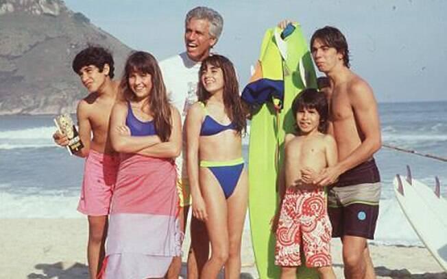 Gaspar (Nuno Leal Maia) e seus cinco filhos (Henrique Farias, Gabriela Duarte, Carol Machado, Igor Lage e Marcelo Faria) em