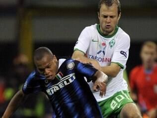 Biabiany (azul) havia sido anunciado oficialmente como reforço rossonero