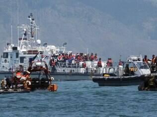 Mergulhadores encontraram os corpos de 48 meninas que usavam coletes salva-vidas em uma cabine com capacidade para 30 pessoas, indicando que muitas vítimas foram para o mesmo local