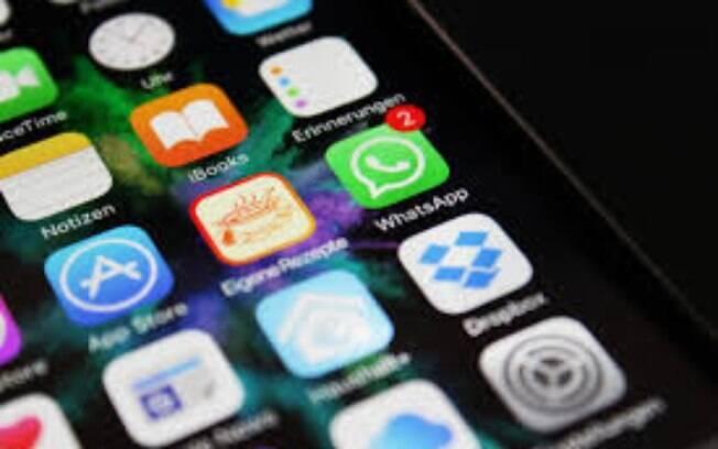 Atualização do WhatsApp deixa apenas uma figurinha ser encaminhada por vez, e não mais em grupos