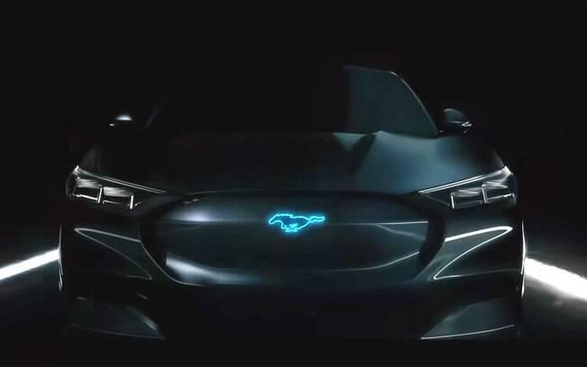 A Ford divulgou a primeira imagem escurecida do crossover Mustang, um modelo de luxo para competir com o Tesla Y
