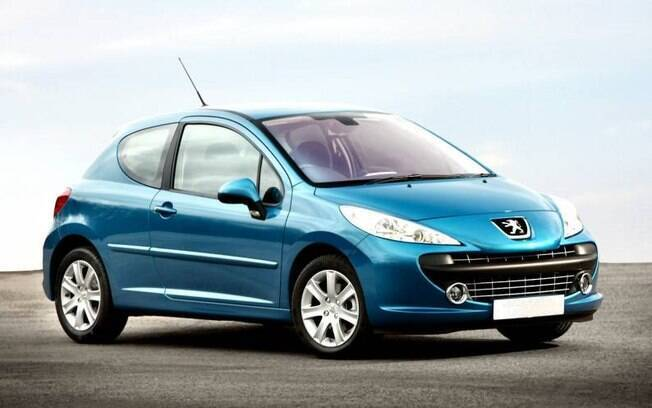 Peugeot 207 europeu também está entre os modelos filmados no trânsito londrino, onde a McLaren tem destaque