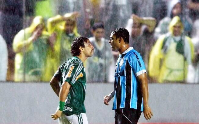 Valdivia dá encarada: chileno saiu do banco  para decidir o jogo para o Palmeiras