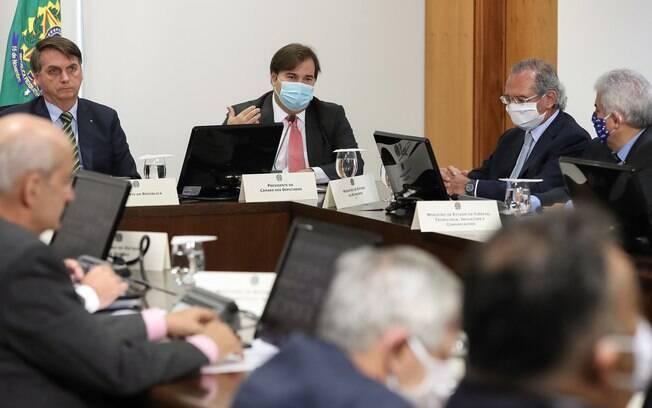 Bolsonaro se reuniu com integrantes do governo, de outros poderes e com governadores para definir socorro aos estados