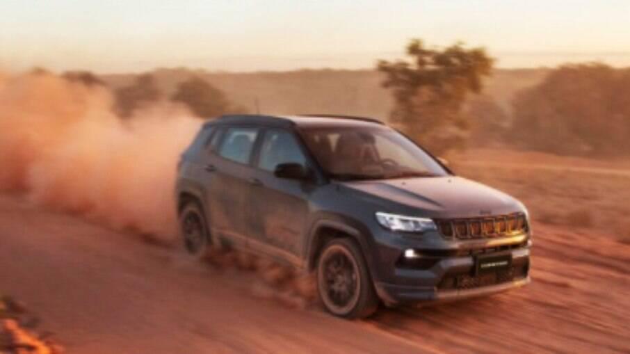 Jeep Compass 2022: versões 4x2 passam a ter novo sistema de controle de tração que distribui a força entre as rodas