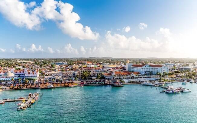 Vista panorâmica do porto de Oranjestad, em Aruba