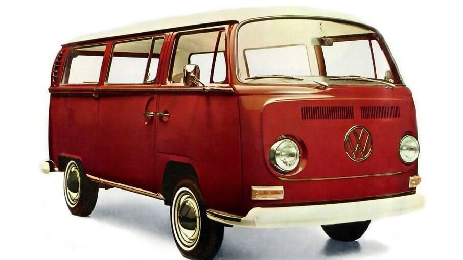 VW Kombi T2: entre outros detalhes, repare também nos piscas grandes próximos dos para-choques