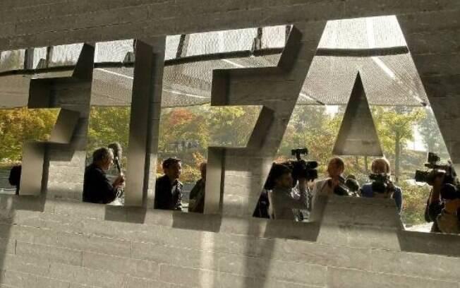 Operação surpresa na Suíça prende executivos da Fifa às vésperas da eleição