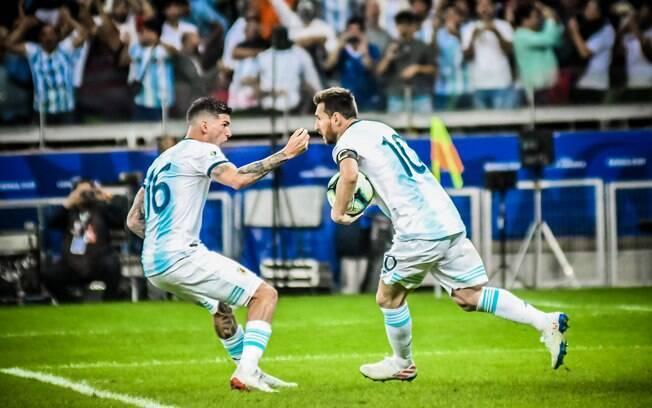 Messi bateu pênalti e marcou o único gol da Argentina na partida