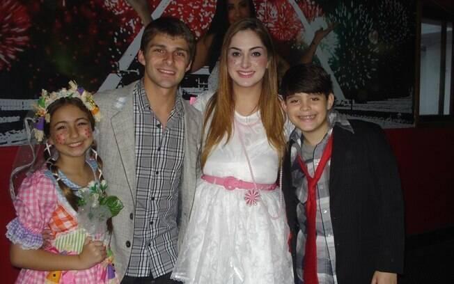 Os noivos Francine Piaia e Thiago de Los Reyes
