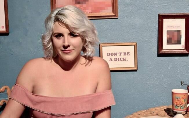 Cansada de receber nudes não solicitadas e ver outras mulheres passando pelo mesmo, Whitney Bell resolveu exibí-las
