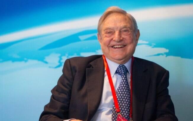 Depois de escapar do nazismo na Hungria, George Soros foi ser garçom e porteiro em Londres. Com o tempo, acabou se tornando um banqueiro, dono de uma fortuna de US$ 28,5 bilhões. Foto: Getty Images