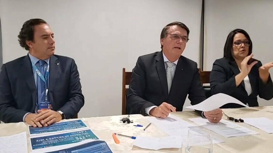 Presidente Jair Bolsonaro em live ao lado do presidente da Caixa Econômica Federal, Pedro Guimarães