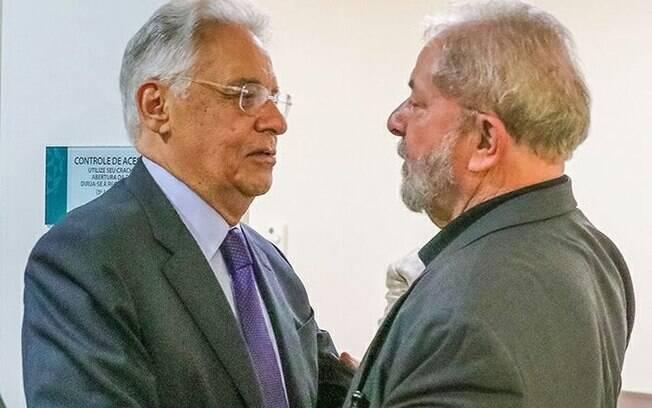 """Para FHC, Lula retrata o país como """"democracia em ruínas"""", o que, segundo o tucano, não é verdade"""
