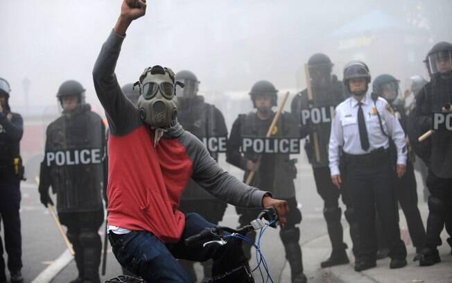 Em Baltimore, milhares foram às ruas contra morte de negro por policiais