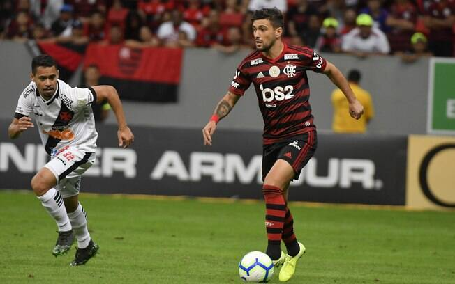 O jogador De Arrascaeta do Flamengo durante partida contra Vasco, válida pela 15ª rodada do Brasileirão, no sábado (17)