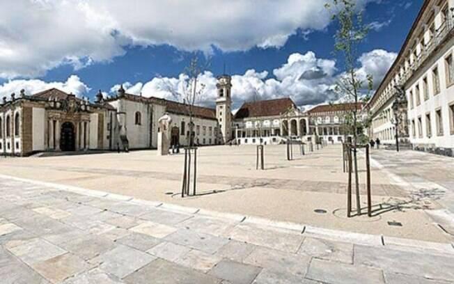 Portugal tem universidades antigas em prédios históricos, como a de Coimbra