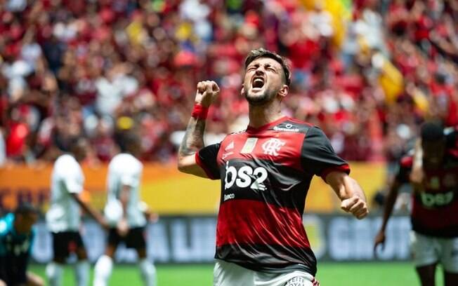 Flamengo vence Athletico e conquista a Supercopa do Brasil