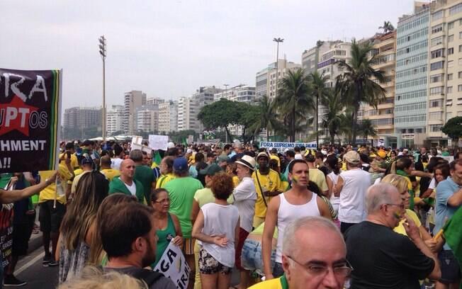 No Rio, assim como em outras cidades onde ocorreu o protesto deste domingo (15), o amarelo predominou nas roupas dos manifestantes. Foto: Nina Ramos/iG Rio