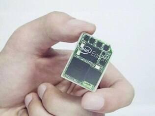 Intel. Edison é um computador do tamanho de um cartão de memória. Intel também anuncia Dual OS, para rodar em um mesmo PC, ao mesmo tempo, o Windows e o Android.