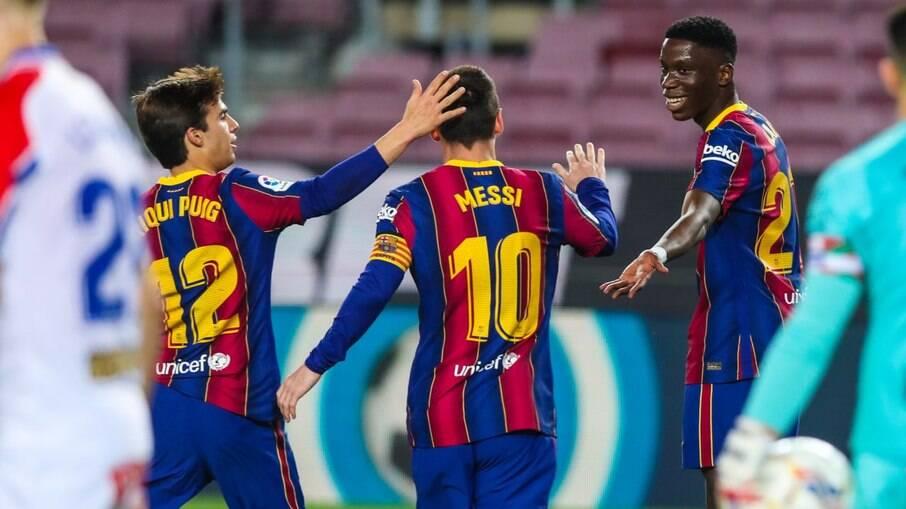 Messi comandou o Barcelona em goleada
