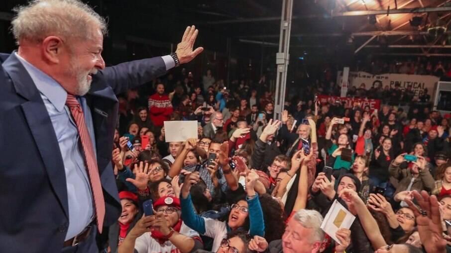Lula adia entrevista coletiva após suspeição de Moro