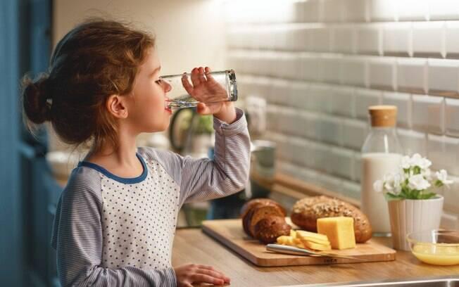 Aumento da sede, da fome e da vontade de ir urinar são alguns dos sinais que indicam que a criança pode estar com a doença