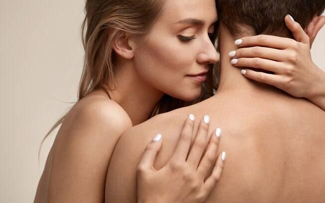 Ao contrário do que se imagina, passar perfume pode não ser algo tão atraente sexualmente