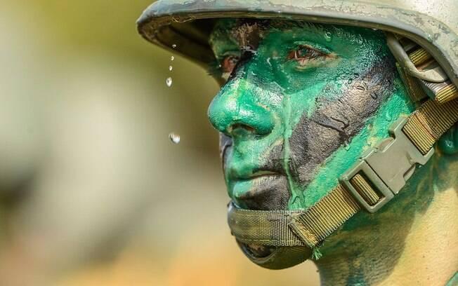 Integrantes das Forças Armadas e forças auxiliares, como policiais militares, são os primeiros a serem convocados para a guerra