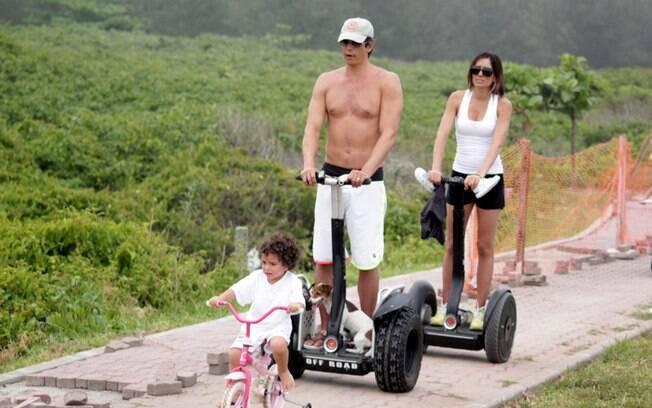 O pequeno Felipe com os pais, Márcio Garcia e Andréa Santa Rosa