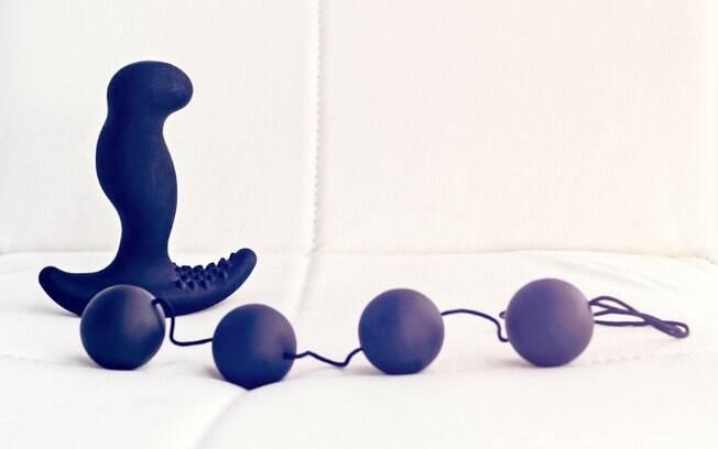 O massageador de próstata e as bolas para o ânus são dois brinquedos que podem ser usados para estimular o homem