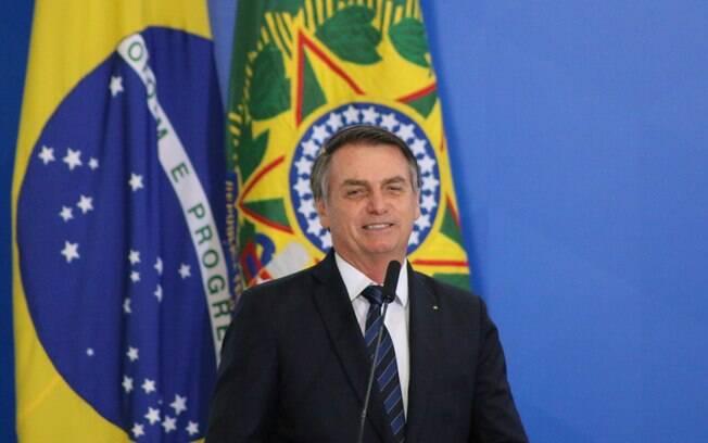 Bolsonaro recusou ajuda de Macron e Merkel em relação a Amazônia