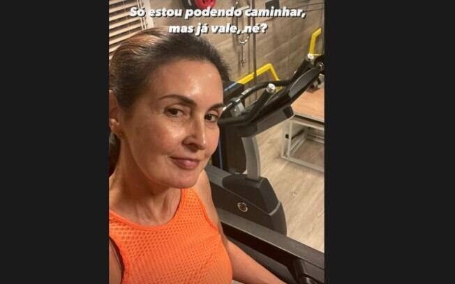 Fátima Bernardes compartilha foto após exercícios