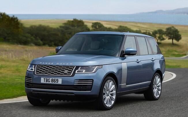 Como um bom filme na Inglaterra, o Range Rover não poderia deixar de aparecer